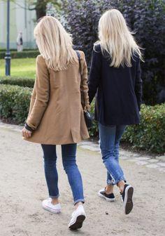 Street style look com blazer e jeans.