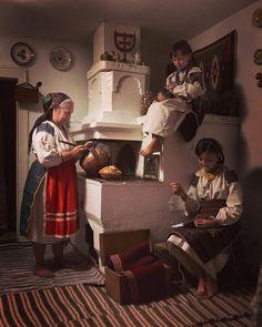 Traditional Fashion, Traditional Outfits, Ukraine, Ukrainian Art, Photography Basics, Drawing Practice, Romania, Vintage Antiques, Past