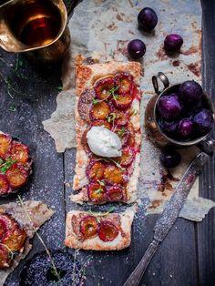 Almond and plum tart with thyme and ginger syrup // Suussa sulava manteli-luumupiirakka inkiväärisiirapilla – Viimeistä Murua Myöten
