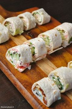 Snelle snack: wraps - LoveMyFood - Famous Last Words Birthday Snacks, Snacks Für Party, Easy Snacks, Healthy Snacks, Sushi Wrap, Lunch Wraps, Tortilla Wraps, High Tea, Brie