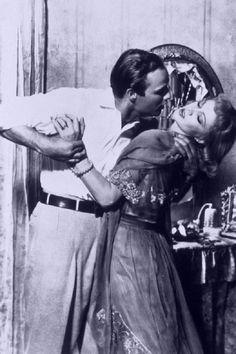 """Marlon Brando é Stanley Kowalski e Vivien Leigh é Blanche DuBois em cena de """"Um bonde chamado desejo"""" (A streetcar named desire), filme de 1952 dirigido por Elia Kazan.  Veja também: http://semioticas1.blogspot.com.br/2011/09/apocalipses.html"""