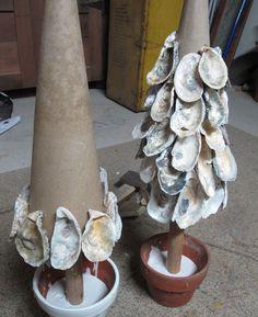 Oyster Shell Tree, beachcombing and seashell projects - Cool Crafts Oyster Shell Crafts, Oyster Shells, Sea Shells, Seashell Art, Seashell Crafts, Beach Crafts, Coastal Christmas, Christmas Crafts, Beach Christmas Trees