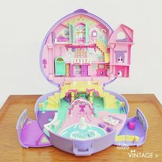 Capable Vintage Polly Pocket 1996 Holiday Fun 100% Complete Let Our Commodities Go To The World Dolls
