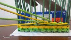 Плетение которое я вам покажу применимо для изделий у которых количество главных трубочек кратно 4 (делится на 4). Вставляем 4 трубочки нужного вам цвета как изображено на фото. фото 4