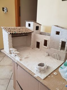 Backyard inspiration Diy Arts And Crafts, Diy Crafts, Geography Activities, Font. Nativity House, Diy Nativity, Christmas Nativity Scene, Christmas Villages, Christmas Crib Ideas, Christmas Crafts, Miniature Crafts, Miniature Houses, Diy Arts And Crafts