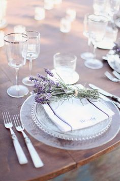 Lugares en la Mesa / Place Settings lavender table setting