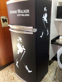 Envelopamento de geladeira com preto fosco e recorte. LLX Visual (11) 2626-3859 Decoração de cozinha!!
