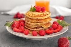 What's better than pancakes for breakfast? Low calorie pancakes for breakfast! Get the recipe for these popular pancakes here and enjoy baking them. Low Calorie Pancakes, Pancake Calories, No Calorie Snacks, Low Calorie Recipes, Healthy Dessert Recipes, Baking Recipes, Pancake Recipes, Breakfast Recipes, Healthy Food