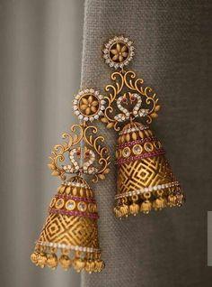 Stunning Minimalist jewelry etsy,Jewelry accessories sea glass and Jewlery box. Gold Jhumka Earrings, Indian Jewelry Earrings, Jewelry Design Earrings, Gold Earrings Designs, Gold Jewellery Design, Designer Earrings, Bridal Jewelry, Temple Jewellery, Jhumka Designs