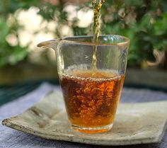 Jin Jun Mei Black Tea (金骏眉) originated in Tong Mu Village, Wuyi Mountain, Fujian. The raw tea leaves are picked from Wuyi Mountain National Nature Reserve, and it is so named because its high quality and eyebrows-like tea leaves. The reason why Jin Jun Mei is precious is that they are 100% handmade by tea master, and every 500g tea need tens of thousands of fresh tea buds.
