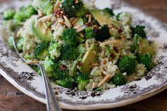 I love Quinoa! Double Broccoli Quinoa by Puree half of the broccoli into a pesto. Cut the rest into florets and toss with quinoa, avocado and a drizzle of chile peper oil! Vegetarian Broccoli Recipes, Healthy Recipes, Protein Recipes, Feta, I Love Food, Good Food, Yummy Food, Jai Faim, Great Recipes