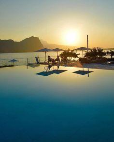 Sunset in paradise  (: @loucosporviagem)