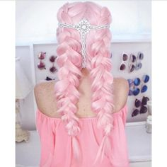 IG: thelittlemua http://www.qunel.com/  fashion street style beauty makeup hair men style womenswear shoes jacket
