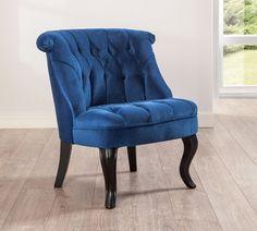 Cilek Chester Sofastuhl Königsblau Mit der Nostalgie von Chesterfield - Sofas wurden diese wunderschönen Chester Sofastühle der Firma Cilek designt. Jeder Stuhl verkörpert Stil und verströmt die Magie von französischem Flair....