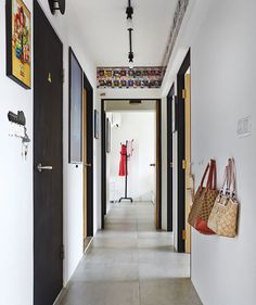 Who says the passage way has to be just a walk way? Throw it some fancy posters and cool toys and turn it into an art gallery. #egApartment #HDB #BTO #4Room #PassageWay