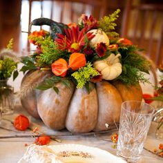 Fall centerpiece - 61 Fall Table Setting for Dining Room Ideas – Fall centerpiece Diy Thanksgiving Centerpieces, Pumpkin Centerpieces, Centerpiece Decorations, Decoration Table, Halloween Centerpieces, Thanksgiving Table, Harvest Decorations, Pumpkin Floral Arrangements, Fall Arrangements
