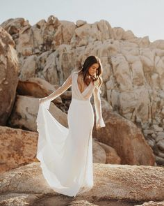 Beautiful Brand Wedding Dresses : 10 Wedding Dress Trends Brides Will Be ALL About in 2019 Daytime Wedding, Casual Wedding, Bridal Gowns, Wedding Gowns, Backless Wedding, Wedding Bells, Wedding Dress Trends, Wedding Ideas, Wedding Stuff