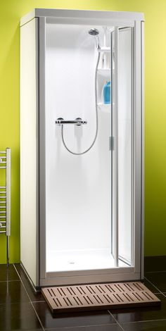 One Piece Shower, Shower Cabinets, Walk In Bath, Pivot Doors, Shower Cubicles, White Shower, Color Chrome, White Doors, Bathroom Design Small