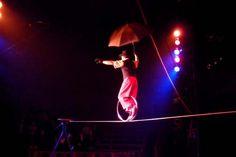"""Um dos grandes destaques da programação da 6ª Semana Ticket Cultura & Esporte, o Circo Zanni recebe o público em sua casa, literalmente. Acrobacia, trapézio, tecido, música, equilibrismo, malabarismo e excentricidades cômicas harmonizados com sofás, rádios, pratos, panelas e penicos. As apresentações acontecem de 8 a 18 de novembro, no Memorial da América Latina. A...<br /><a class=""""more-link""""…"""
