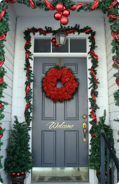 I *heart* this holiday decorated door!