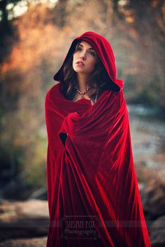 Little Red Riding Hood - Photo by: Susan Fox, Model: Lindsey Jane Thompson Little Red Ridding Hood, Red Riding Hood, Red Hood, Shades Of Red, Cloak, Lady In Red, Dress Up, Inspiration, Beautiful