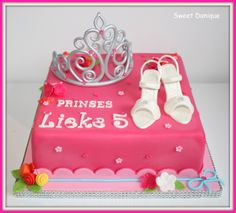 prinses cake with tiara