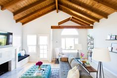 When Kim Narain and her family moved to Redondo Beach, she brought on Homepolish's Jennifer Wallenstein to help with the design work. In their old house, they had a contemporary vibe, but the group worked together to bring a beachy feel to reflect their new locale.