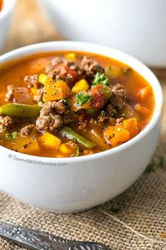 Hamburger Soup is a quick and easy meal loaded with vegetables, lean beef, diced tomatoes and potatoes. It's great made ahead of time, reheats well and freezes perfectly // Fall or Winter // Lunch // Dinner // Veggies Best Soup Recipes, Beef Recipes, Dinner Recipes, Cooking Recipes, Healthy Recipes, Cheap Recipes, Top Recipes, Simple Recipes, Family Recipes