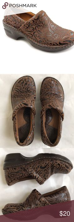 Born B.O.C. Peggy Embossed Clogs Born B.O.C. Brown Peggy Embossed Paisley Brown Clogs size 7. Excellent preloved condition. Super comfortable shoes. Slightly padded footbed. Born Shoes Mules & Clogs