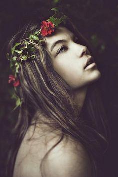 20восхитительных девушек сцветочными венками