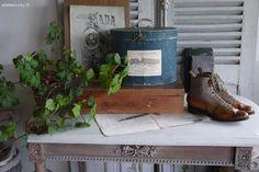 Bottines et boites anciennes Brocante de charme atelier cosy.fr