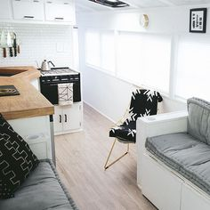 camper Small Space Living, Tiny Living, Small Spaces, School Bus Tiny House, Converted School Bus, Bus Living, Living Room, School Bus Conversion, Remodeled Campers