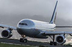 A332 de @aireuropa entrando en cabecera de la RW30 de Tenerife Norte.