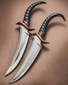 This pair of Persian swept fighters is deadly. Those handles are naturally grippy and the blade is unnaturally lethal! Terry Lee Renner from Florida made this set. (Look for the next post with the dual HOLSTER!) http://trblades.blogspot.com/ ____________ NOTE: I do NOT know prices or availability. Please search maker for more info. #knifepics #knifephoto #sharpbycoop #knives #knifenut #knifestagram #knifecommunity #knifeporn #knifecollection #allknivesdaily #customknives #everyday_tactical…