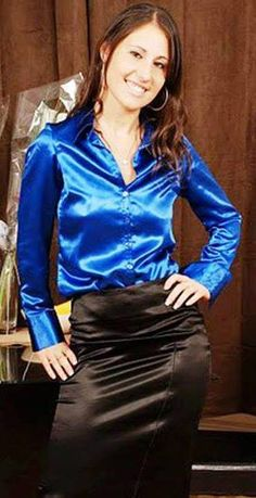 Sexy Blouse, Blouse And Skirt, Satin Underwear, Satin Pencil Skirt, Belle Silhouette, Leather Midi Skirt, Satin Shirt, Satin Blouses, Beautiful Blouses