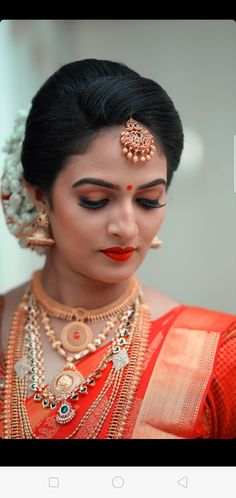 Beauty is being the best possible version of yourself . South Indian Bride Saree, Kerala Bride, Hindu Bride, South Indian Weddings, Indian Bridal Outfits, Indian Bridal Fashion, Beautiful Bollywood Actress, Beautiful Indian Actress, Bridal Looks