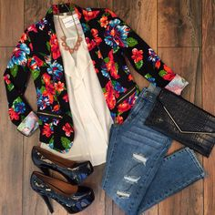 """Brighten up your business casual  in the """"Floral Print Blazer"""" ($39.99) now available at #tria and online at www.sophieandtrey.com #sophieandtrey #floral #spring #blazer #ootd #outfitinspo"""