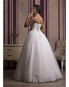 7f0ca5db2fb4 Nádherné svadobné šaty na mieru s čipkovaným korzetom a nadýchanou tylovou  sukňou