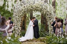 Beautiful  Decor: Would be my fairytale wedding set up<3 The Twilight Saga: Breaking Dawn Part 1
