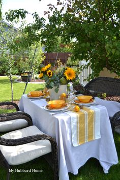 Summer tablescape with sunflowers White Table Settings, Outdoor Table Settings, Outdoor Tables, Outdoor Decor, Summer Table Decorations, Sunflower Arrangements, Summer Time, Summer Ideas, Al Fresco Dining