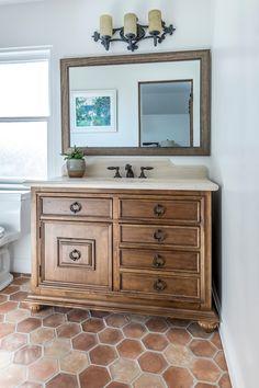 Brick Tiles Bathroom, Brick Tile Floor, Hexagon Tile Bathroom, Bathroom Flooring, Kitchen Flooring, Hexagon Tiles, Spanish Bathroom, Spanish Style Bathrooms, Spanish Tile Kitchen