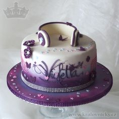 Violetta Music Star - Birthday cake for young girl who loves Violetta serie. Fondant covered, colored by airbrush and decorated with fondant and royal icing.