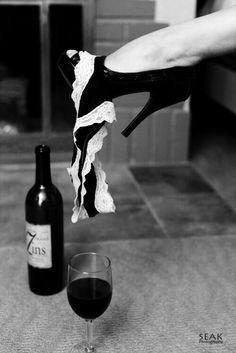 My Sensual Passions & Desires : Photo Boudior Poses, Boudoir Photography Poses, Boudoir Photos, White Photography, Portrait Photography, Art Photography Women, Shooting Photo Boudoir, 30th Birthday Ideas For Women, Woman Wine