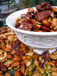 H-Burn (use walnuts, pine nuts and sunflower seeds), Phase Italian Rosemary Garlic Spiced Nuts - quick, easy and totally delicious. Healthy Snacks, Healthy Eating, Healthy Recipes, Nut Recipes, Cooking Recipes, Snack Recipes, Tapas, Spiced Nuts, Roasted Nuts