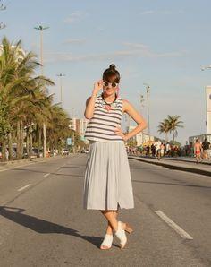 Saia midi Zara e blusa listrada TopShop com ankle boots. Look da Joanna do blog UASZ. http://umanosemzara.blogspot.com.br/2014/12/especial-de-verao-uasz.html
