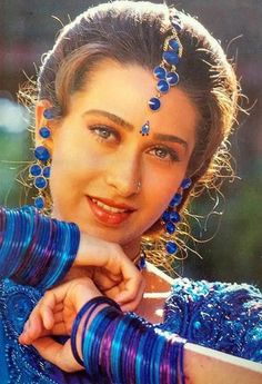 Karisma Kapoor beautiful Vintage Bollywood, Indian Bollywood, Bollywood Stars, Bollywood Fashion, Bollywood Celebrities, Beautiful Girl Indian, Most Beautiful Indian Actress, Indian Film Actress, Indian Actresses