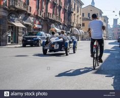 Download this stock image: Cremona Checkpoint, Italy. 21st May, 2017. Millemiglia Historical Classic Car Rally - May 21 st 2017 - Cremona Checkpoint, Italy Credit: Augusto Colombo - ITALIA-/Alamy Live News - J6G036 from Alamy's library of millions of high resolution stock photos, illustrations and vectors.