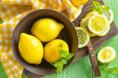 Do you want to lose 1 - 2 pounds per day, and at the same time detoxify your body? If yes, then lemon cayenne pepper diet is just the right option for you. This NutriNeat article tells you all you need to know about it. Lemonade Diet, Troubles Digestifs, Gastro, Natural Beauty Recipes, Lemon Benefits, Detoxify Your Body, Nutrition, Lemon Water, Lemon Recipes
