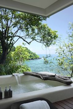 Ocean view bath ... heavenly
