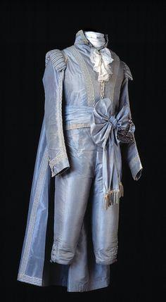Swedish court gala dress, 1790s. Beautiful madness.
